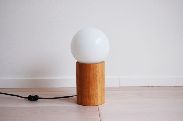 modern, mcm, mod, Scandinavian, home decor, vintage, oak, Bill Curry, Interdesign, table lamp, wooden base, white globe, G40 large bulb, cylinder, Seattle, midcentury55, furniture, living room, guest bed,